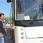 СУБР автобус Дверь открывается как в подъезде с домофоном.