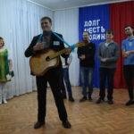 В армию - с позитивом. С гитарой В. Селищев.