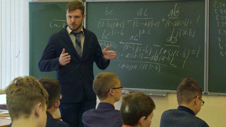 Один в школе воин. Почему на десять женщин-педагогов в школах приходится всего один мужчина