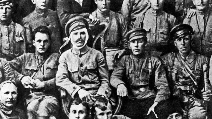 Василий Иванович и другие. Что общего между Чапаевым и сталинскими маршалами?