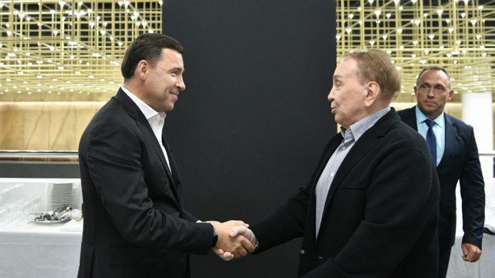 Губернатор Евгений Куйвашев в вечер «встречи выпускников» пришел поддержать чемпионов Высшей лиги КВН прошлых лет