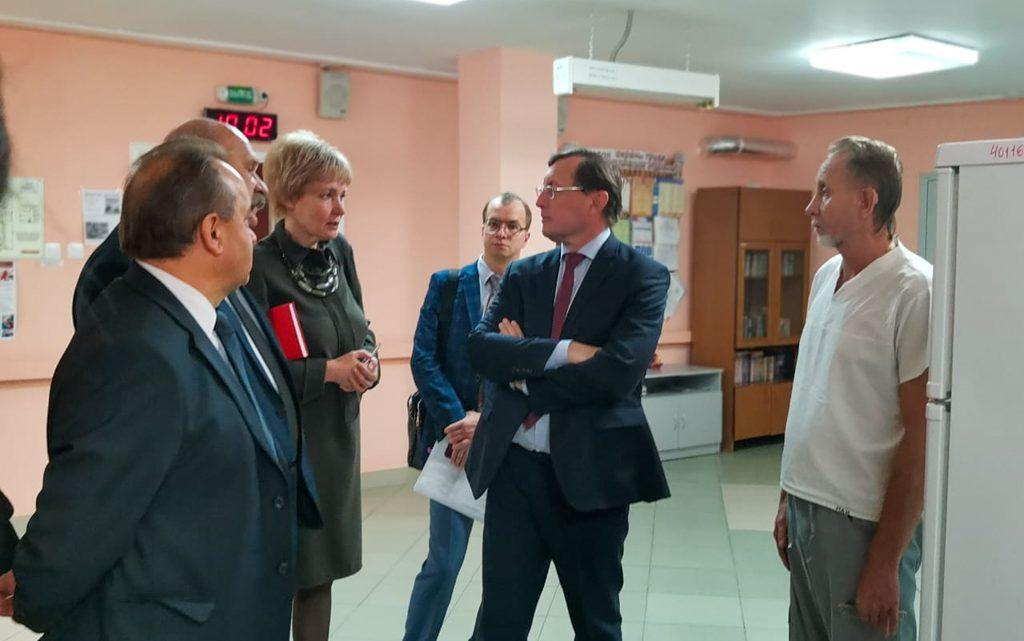 Визит по обращениям граждан Заместитель губернатора Павел Креков посетил северные города области.