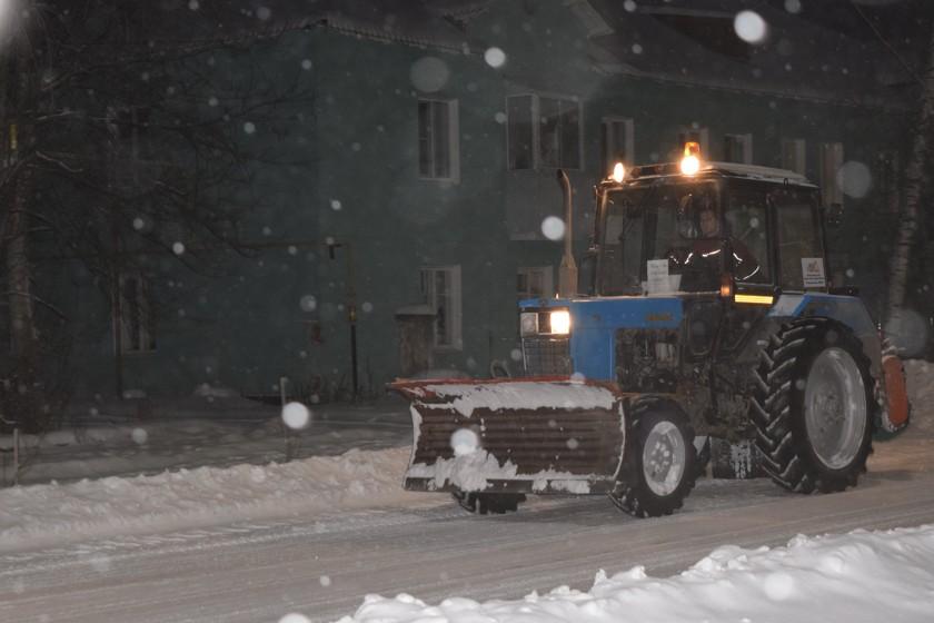 Критикующих  больше, чем снега В конце прошлой недели в Североуральске выпала двухмесячная норма осадков. Несмотря на то, что город заваливало прямо на глазах, транспортного коллапса не наблюдалось.