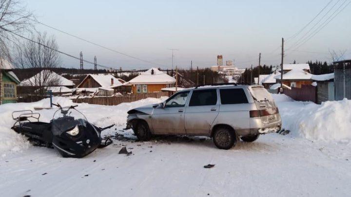 Легковушка столкнулась со снегоходом Госавтоинспекция Североуральска выясняет обстоятельства ДТП, в результате которого травмы получили водитель и 5-летний пассажир снегохода.