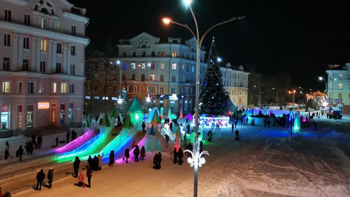 Площадь превратилась в зимнюю сказку