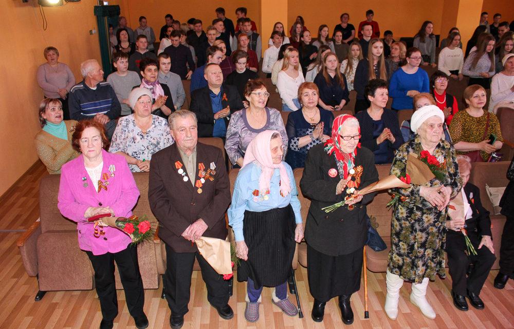 Отдавая дань великому подвигу В преддверии 75-летия победы в Великой Отечественной войне администрация округа начала вручение юбилейных медалей.