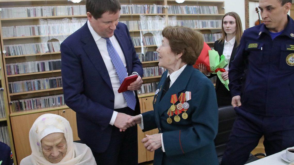 Сергей Бидонько вручил ветеранам Великой Отечественной войны юбилейные медали к 75-летию Победы
