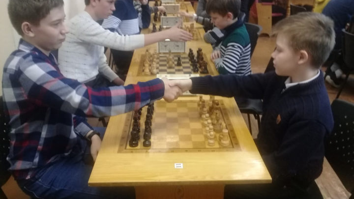 Сразились в шахматном турнире