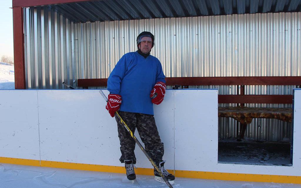 Все, что нужно для хоккея Заведующий спортивным комплексом «Меридиан» Юрий Широких показал журналистам хоккейный корт после капитального ремонта.