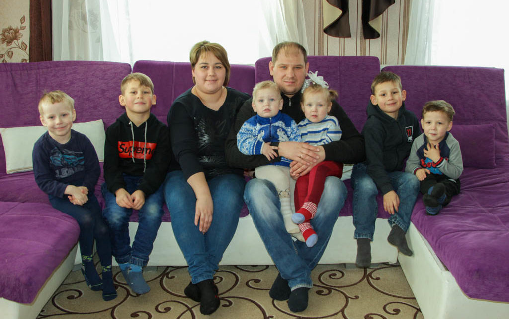 Пять сыночков и лапочка-дочка