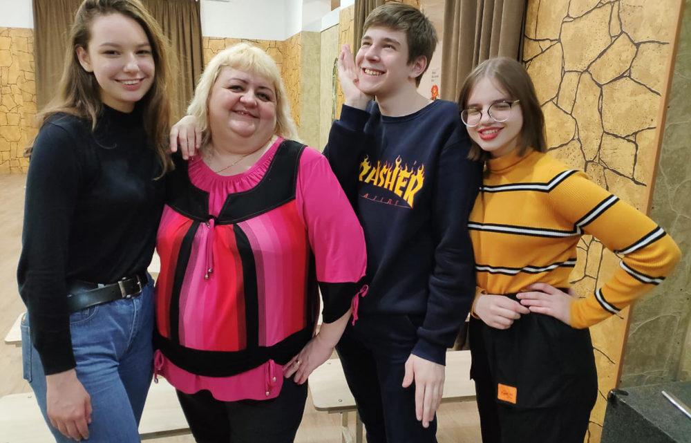 Четыре дня, изменившие жизнь С 12 по 15 марта лидеры учащейся молодёжи из Черёмухово и Покровска-Уральского приняли участие в областных обучающих сборах «Лидер 21 века»