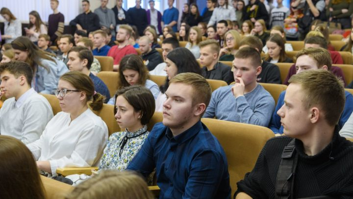 Уральские студенты обсудили процессы, связанные с внесением поправок в Конституцию РФ, на встрече с Татьяной Мерзляковой