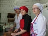 Субровские повара научили готовить овощной торт