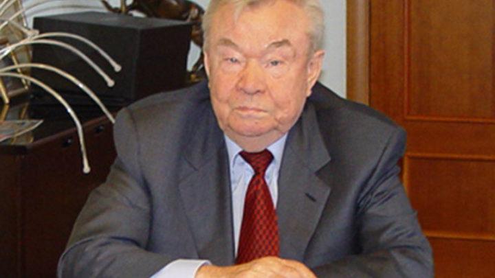 Обсуждая поправки в Конституцию Почетный гражданин Свердловской области Анатолий Сысоев