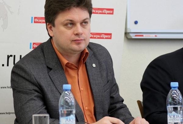 Обсуждая поправки в Конституцию Игорь Рузаков. заместитель председателя Российской экологической партии «Зелёные» по Уральскому федеральному округу