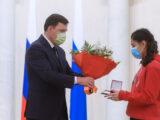 Губернатор наградил волонтёров