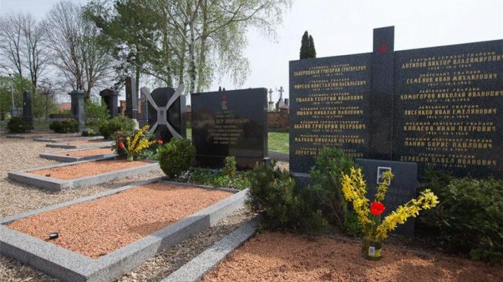 Установлены имена 36 свердловских воинов, захороненных в мемориальных комплексах Чехии