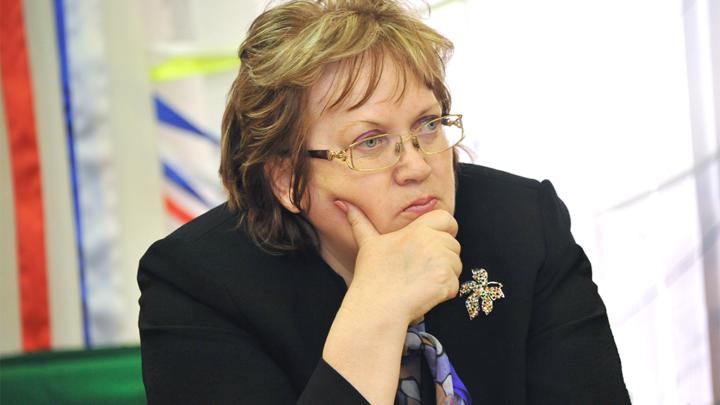 Татьяна Мерзлякова предложила ввести в школах уроки Конституции и дарить томик основного документа всем, кто впервые получает паспорт