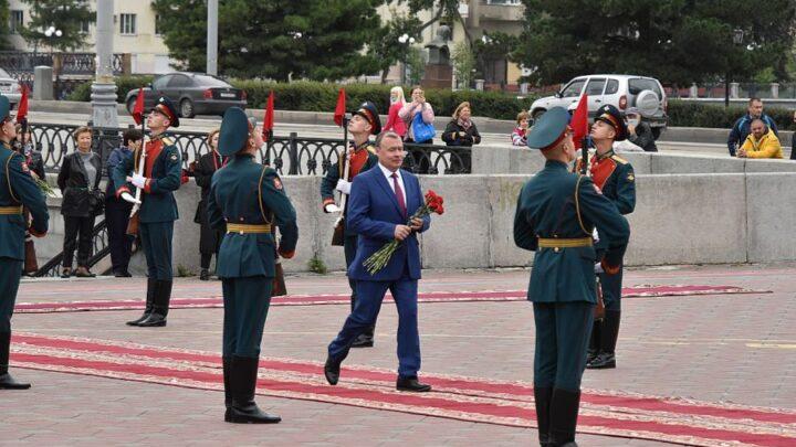 В день 297-летия Екатеринбурга Алексей Орлов принял участие в церемонии возложения цветов к памятнику основателям города