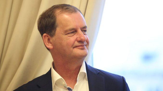 Евгений Куйвашев поздравил с юбилеем уральского мецената Андрея Симановского
