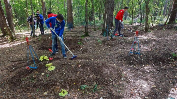 Уральские волонтеры провели субботник на старом Уктусском воинском кладбище