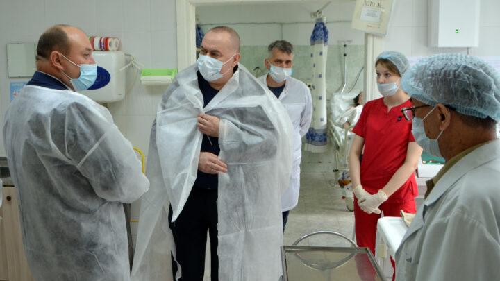 Андрей Карлов ознакомился с работой больниц на севере Свердловской области