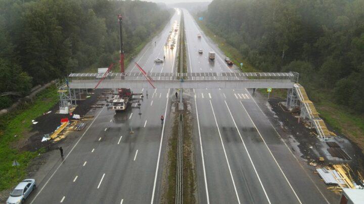 На Серовском тракте установлен первый надземный пешеходный переход