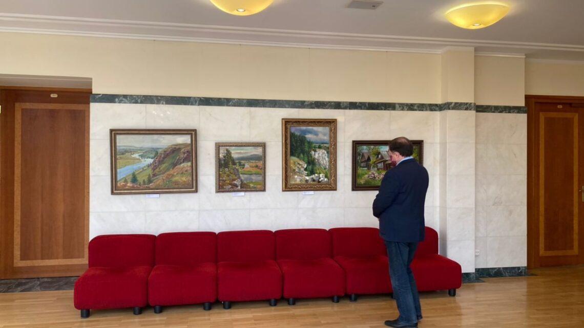В резиденции губернатора открылась выставка картин, написанных молодыми художниками с ограниченными возможностями здоровья