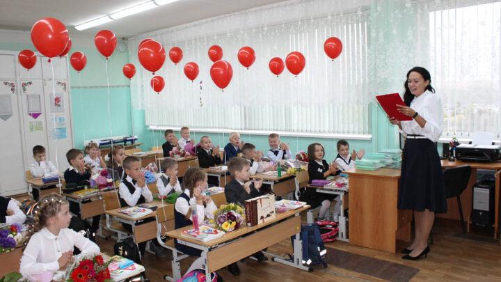 Необычный День знаний Традиционно 1 сентября проходят общешкольные линейки, концерты, но этот год стал особенным для всех российских учеников
