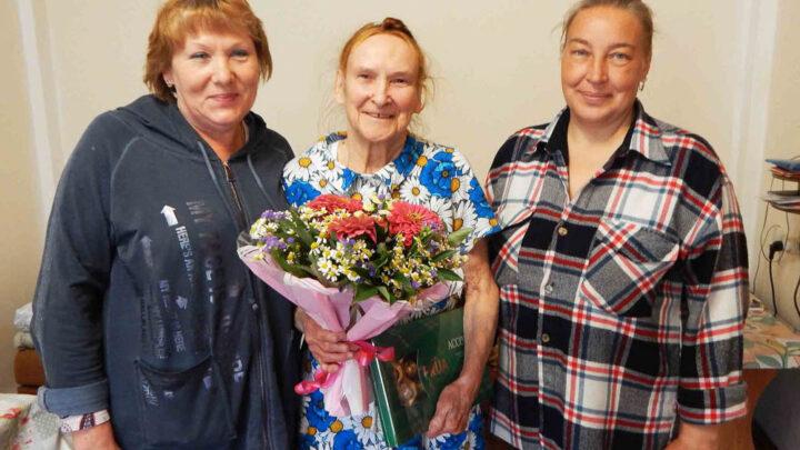 Секрет успеха прост Накануне Дня знаний старейшая учительница английского языка школы №11  Полина Петровна Якунина отметила 90-летие