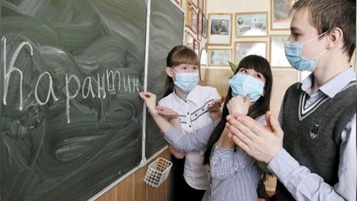 Режим дистанционного образования для части школьников продлен на Среднем Урале