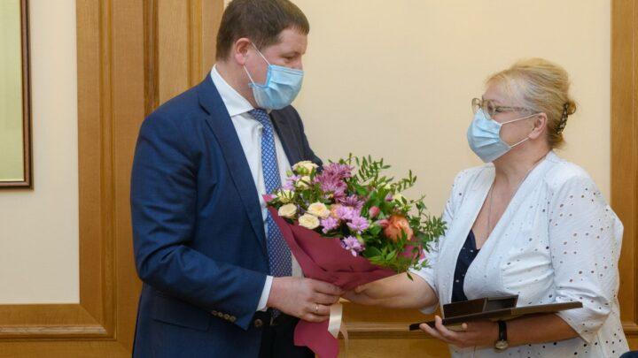Сергей Бидонько вручил уральцам памятные медали в честь 75-летия Победы
