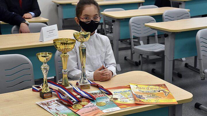 Свердловская школьница Анжелика Бадгутдинова получила новогодний подарок от Президента России