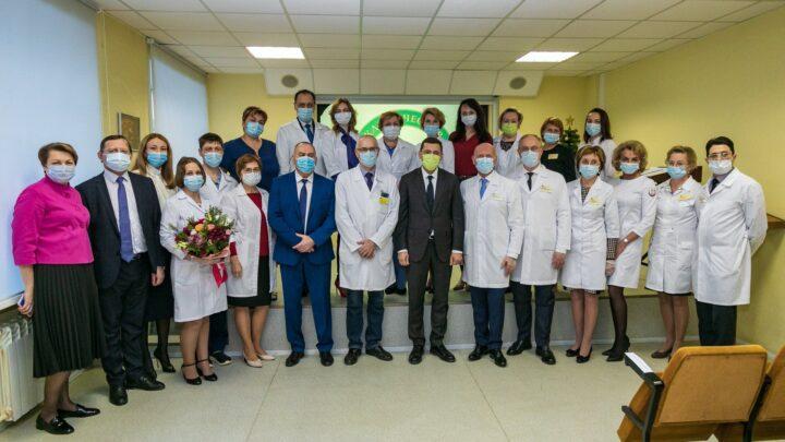 В преддверии Нового года губернатор Евгений Куйвашев вручил награды врачам Городской клинической больницы № 40