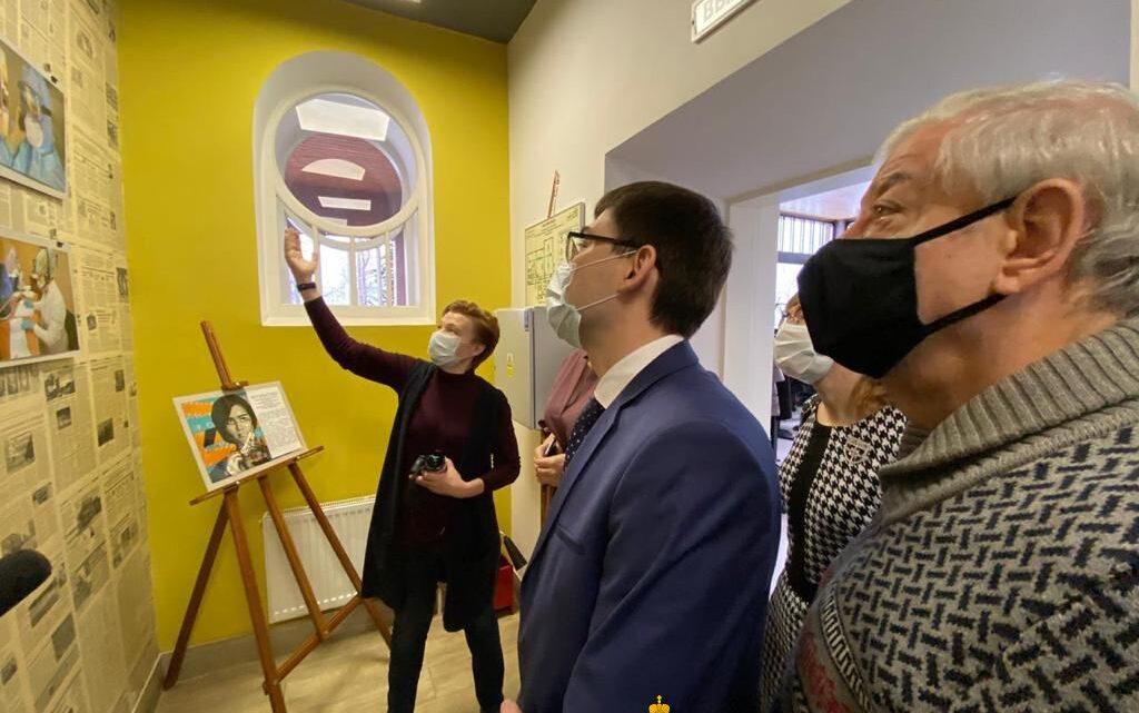 Фотовыставка к Году медицинского работника открылась в свердловском Доме журналистов