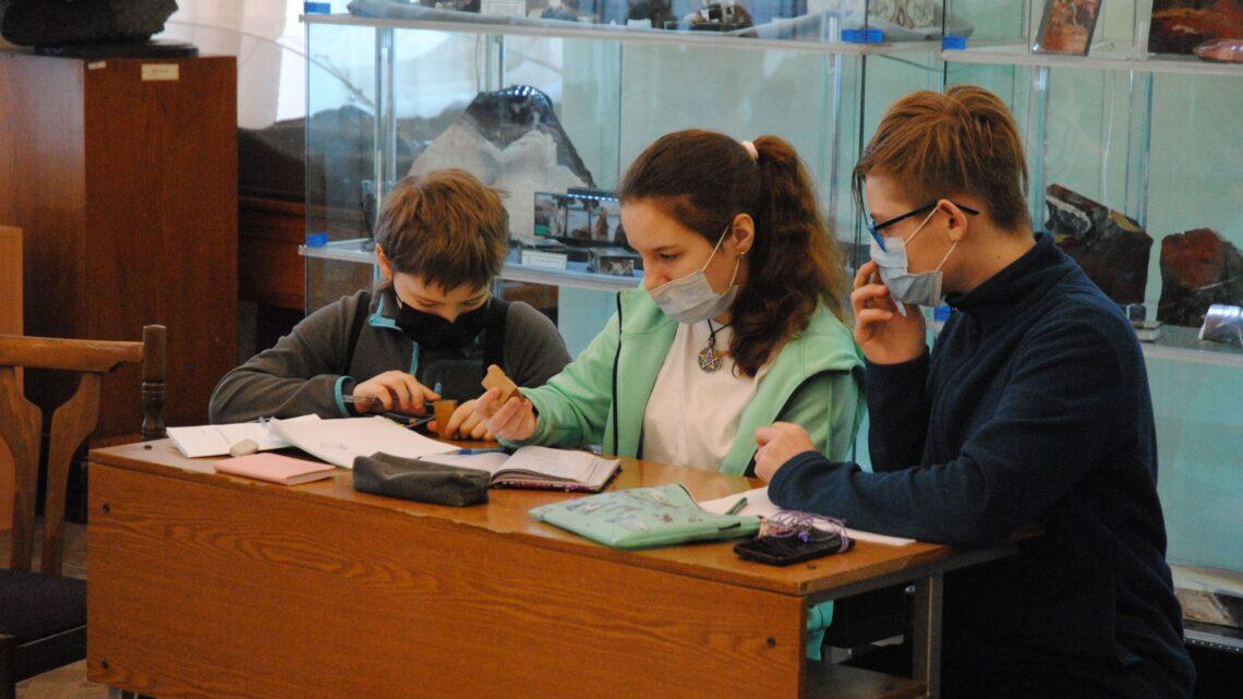 Для подготовки уральских школьников к всероссийской полевой олимпиаде закуплена коллекция из тысячи минералов и горных пород
