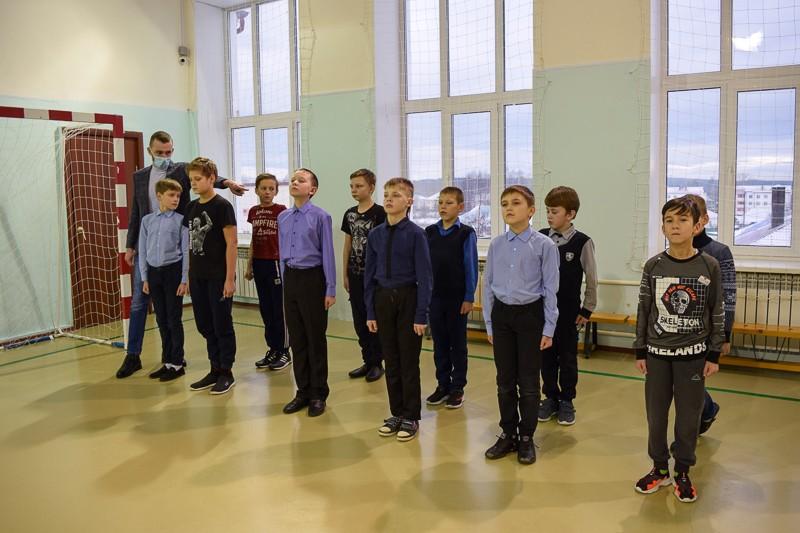 Особая гордость – казачий кадетский взвод От обычных сверстников казачат отличают строгая дисциплина, высокая ответственность и огромное желание учиться