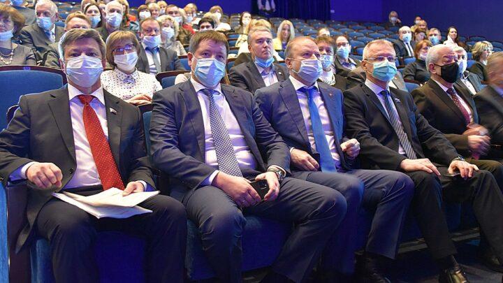 Почётные грамоты и благодарственные письма губернатора вручены профактивистам Свердловской области