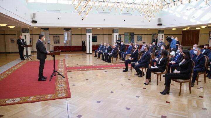 Евгений Куйвашев вручил награды имени Черепановых выдающимся уральским инженерам