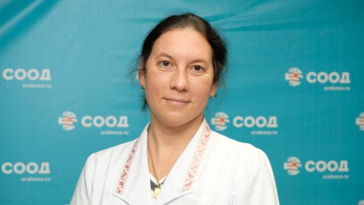 Евгений Куйвашев наградил медсестру свердловского онкоцентра