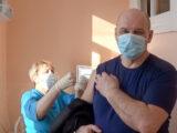 Глава Североуральска поставил прививку от коронавируса