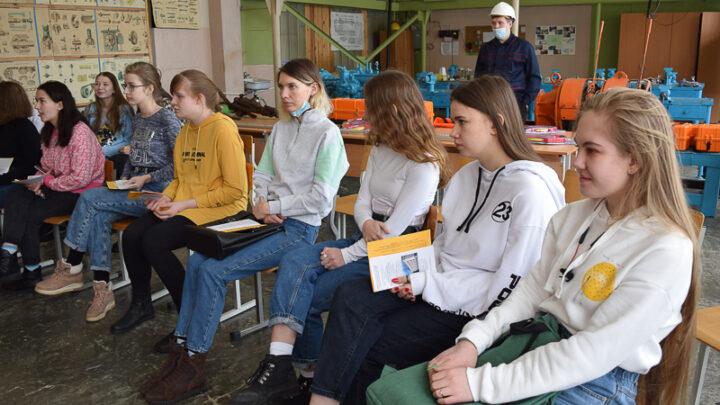 О какой работе мечтают школьники? В Североуральском политехникуме состоялась «Ярмарка учебных мест» для девятиклассников