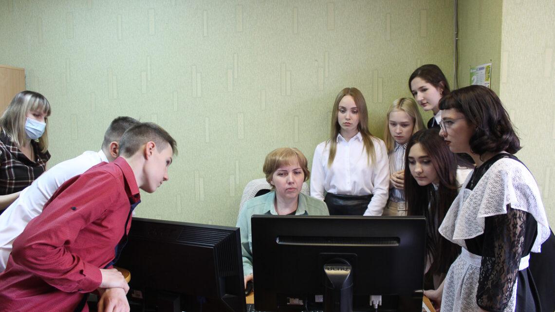 Быть журналистом хорошо? 22 апреля накануне дня рождения газеты в редакцию пришли старшеклассники из школы №9