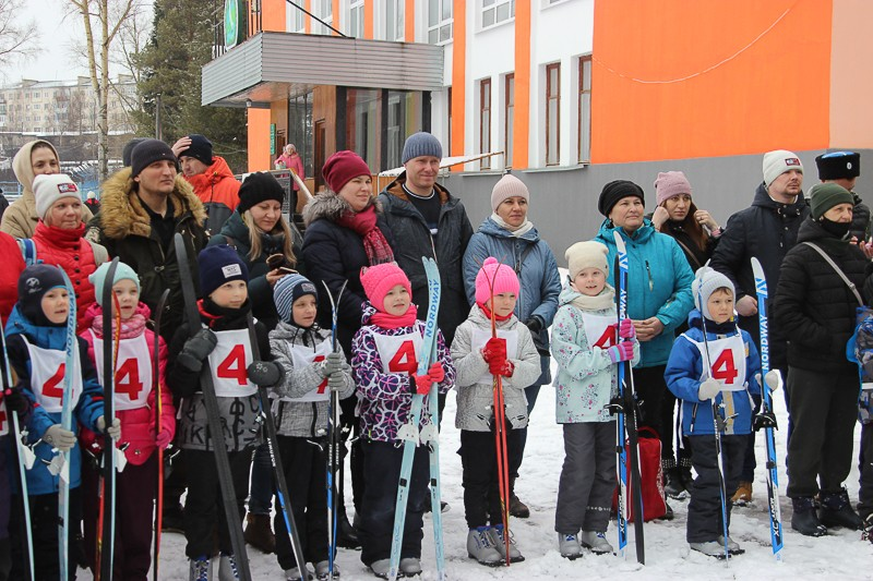Не ленись, на лыжи становись! По традиции зимнюю спартакиаду СУБРа завершил лыжный праздник «Серебряный меридиан»