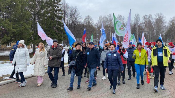 Министр здравоохранения Андрей Карлов с сотнями свердловчан поддержал всероссийскую акцию «10 000 шагов к жизни»