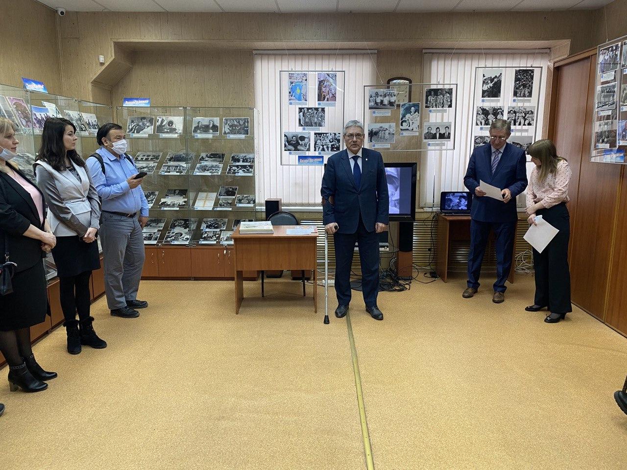 В Свердловской области представили выставку уникальных материалов «Урал – Казахстан: след в открытом космосе»