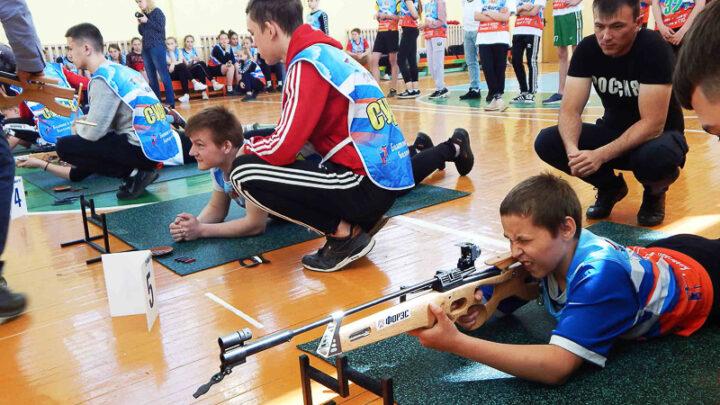 В Североуральском округе Черемуховская школа №13 получила пять мобильных комплектов для обучения детей стрельбе в рамках проекта «Биатлон в школу – биатлон в ГТО»