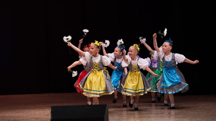 День защиты детей – важный праздник. И в честь этого события образцовый театр-студия танца «Наш день» провела концертную программу «Картинки странствий», которая прошла 1 июня в ДК «Современник».