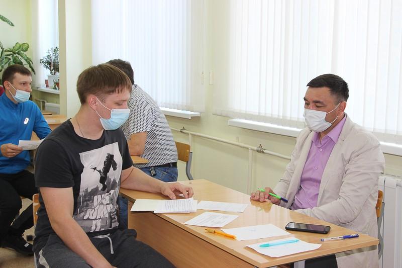 Специалисты отдела развития и подготовки персонала СУБРа приняли экзамены у горняков.