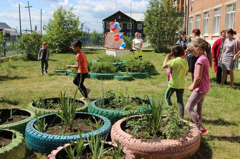 Учащиеся и педагоги школы №15 дали старт проекту «Экоквест», победившему в грантовом конкурсе РУСАЛа «Зелёная волна».